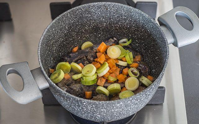 spezzatino-di-chinghiale-con-patate-e-rapa-bianca-step3