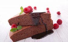 La torta con cioccolato e lamponi con la ricetta facile e veloce
