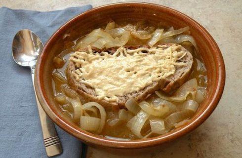 Zuppa di cipolle: ecco la ricetta vegan