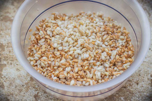 step-1-insalata-di-farro-e-orzo