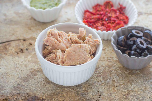 step-2-insalata-di-orzo-con-tonno-e-olive-nere