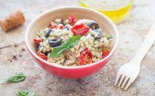 still-life-insalata-di-orzo-con-tonno-e-olive-nere-3