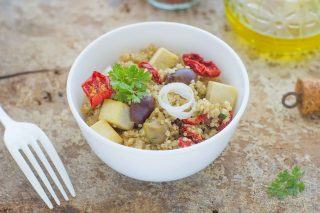 Insalata di quinoa e tofu: vegana