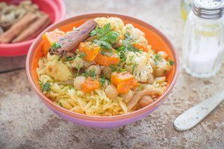 Insalata di riso basmati con spezie e verdure