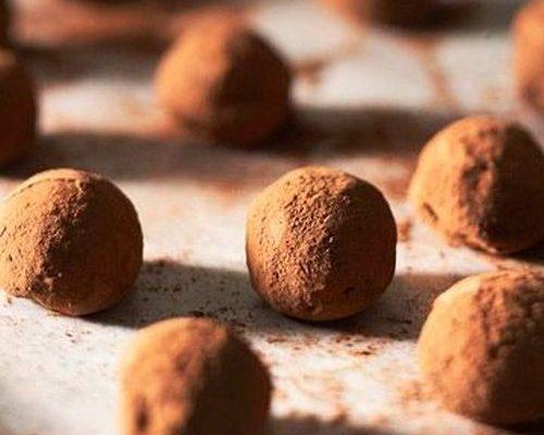 Ecco i bon bon al cioccolato bianco perfetti per accompagnare il caffè