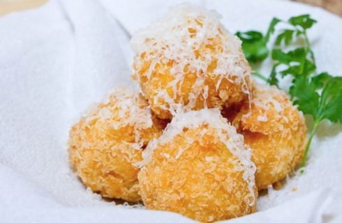 La ricetta delle castagnole al parmigiano, l'antipasto sfizioso di Carnevale