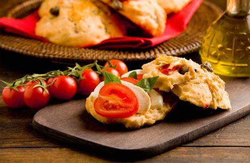 I cestini di pizza con insalata, il piatto unico leggero e gustoso