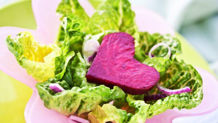 San Valentino, l'insalata con cuori di barbabietola