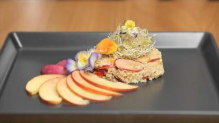 Insalata miglio e fiori: leggera e senza glutine