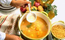 La minestra di pasta e patate con la ricetta gustosa