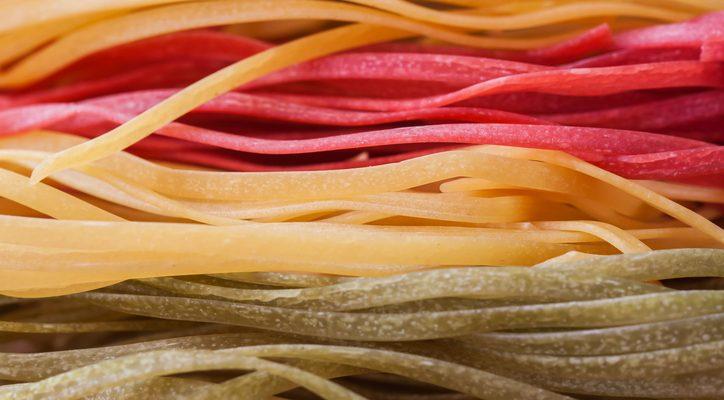 Come si prepara la pasta all'uovo colorata