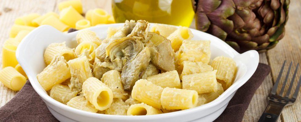 La pasta con carciofi e pancetta con la ricetta veloce