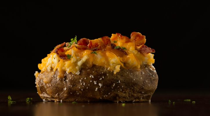 La ricetta delle patate ripiene formaggio e pancetta