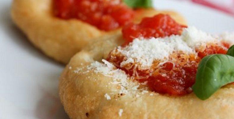 Le pizzette fritte napoletane, un antipasto semplice e sfizioso