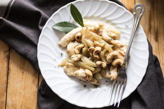 Pollo, peperoni bianchi e anacardi