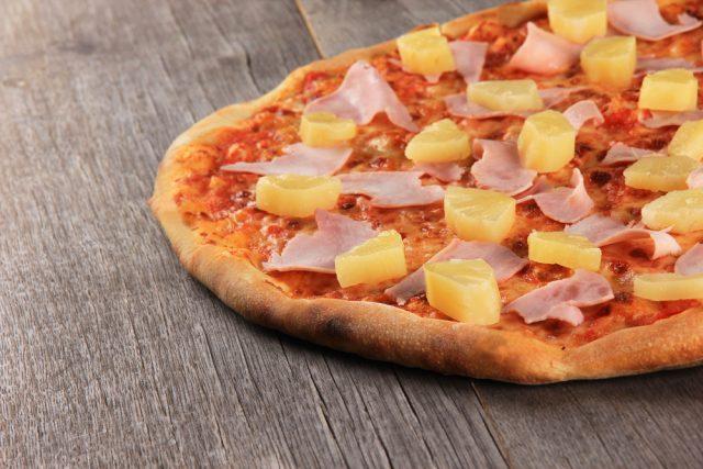 pizza e ananas