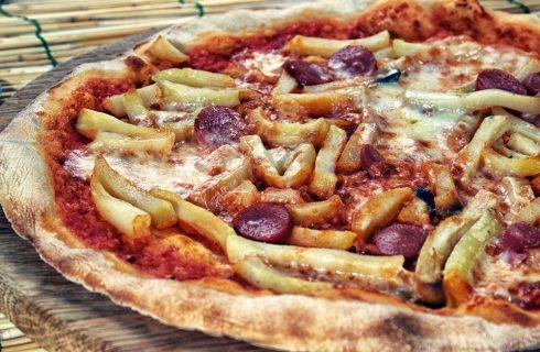 Pizza: è peggio all'hawaiana o con wurstel e patatine?