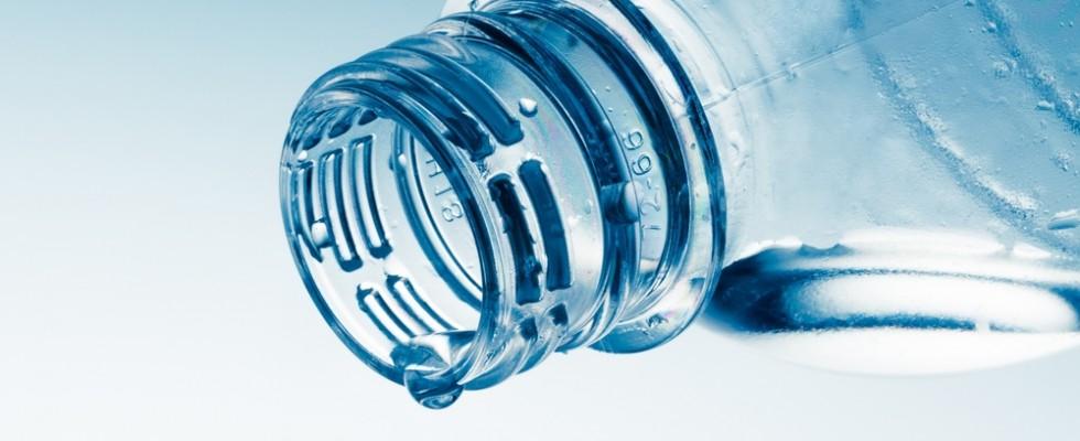 Ritirata acqua minerale per presenza di corpi estranei