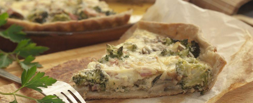 La torta salata con broccoli e scamorza affumicata per cene sfiziose