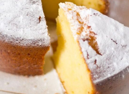 La torta al miele e yogurt senza burro con la ricetta sana