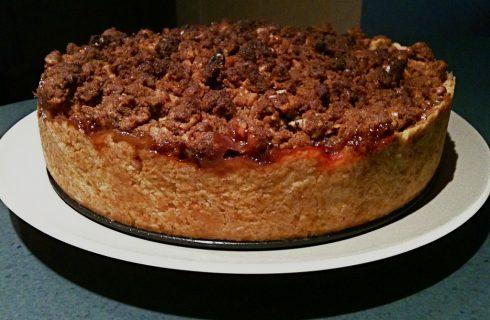 La ricetta della torta di pere con crumble alle mandorle
