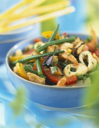 Insalata di calamari e verdure: per l'estate