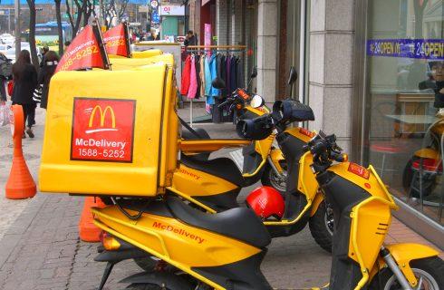 McDonald's inizierà a consegnare a domicilio