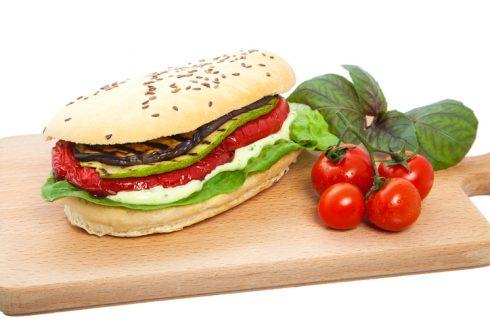 Il panino con verdure grigliate per il pranzo fuori casa