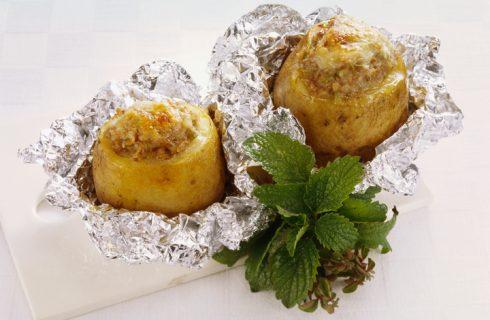 Le patate al cartoccio ripiene di carne con la ricetta facile