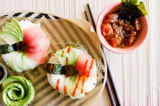 Kit Kat, tacos e donuts: come cambia il sushi