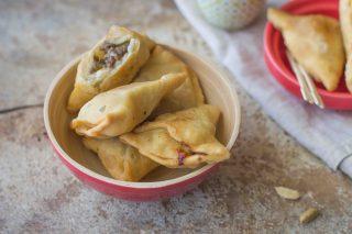 Samosa eritrei, fagottini con carne fritti