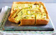 La torta salata con zucchine uova sode per l'antipasto di Pasqua