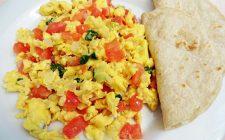 La ricetta delle uova strapazzate al pomodoro