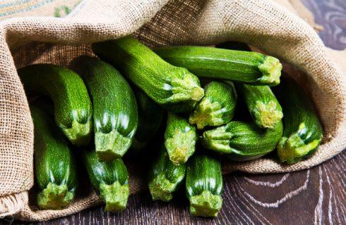Le zucchine lesse all'insalata, la ricetta veloce