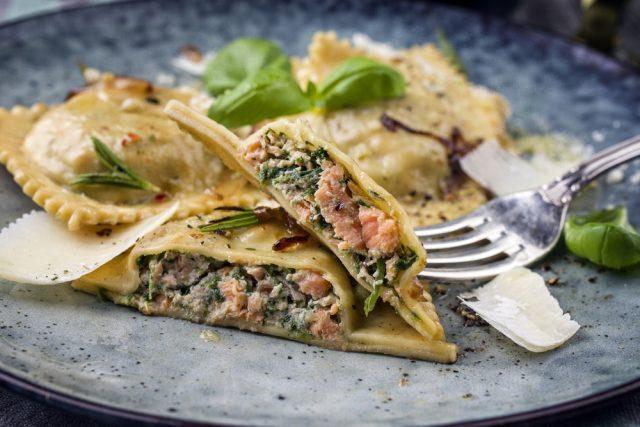 032-17-ravioli-salmone-e-spinaci