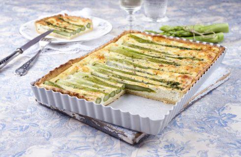 Torta rustica agli asparagi, ideale per un buffet vegetariano