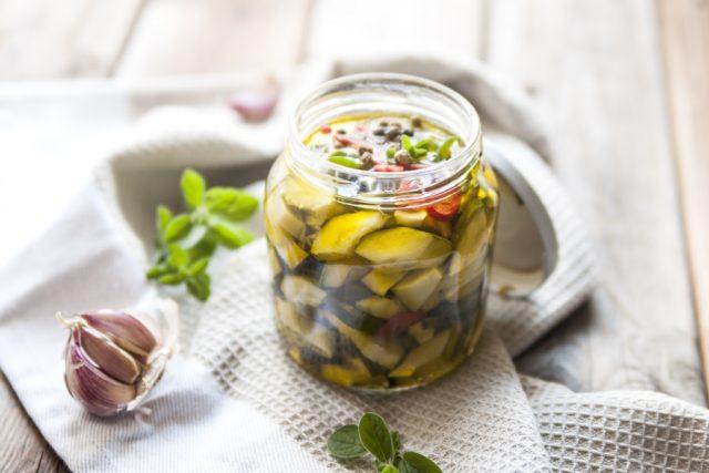 zucchine sott'olio still