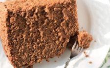 La chiffon cake al cacao e cocco perfetta per merenda