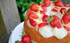 La chiffon cake con fragole e crema perfetta per il dessert di fine pasto