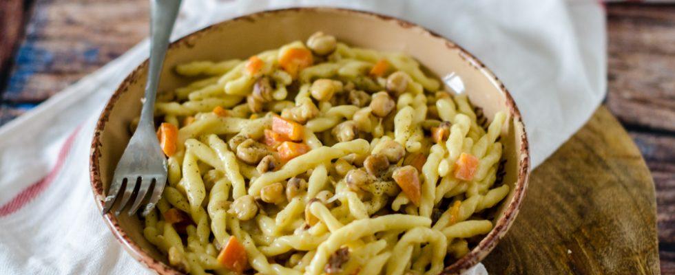 Strozzapreti alle cicerchie, primo piatto vegetariano