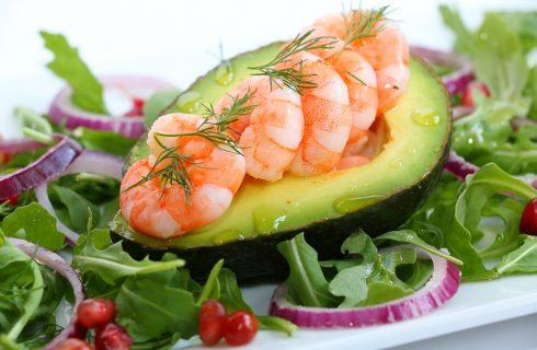 L'insalata di avocado e gamberetti con la ricetta facile