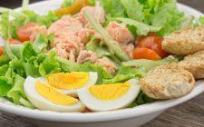 L'insalata di tonno e uova sode per un secondo sfizioso