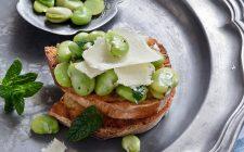 La ricetta dell'insalata di fave e pecorino