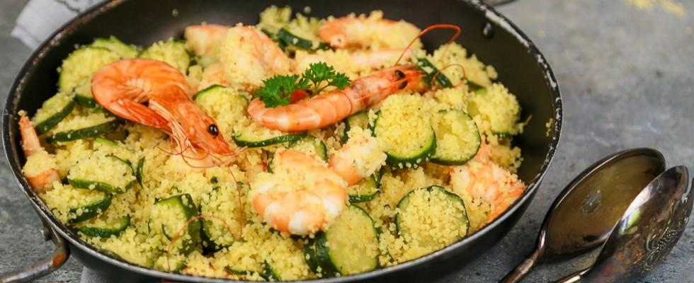 Cous cous zucchine e gamberi, primo piatto estivo