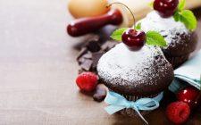Come fare i muffin al cioccolato con le ciliegie