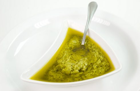 La ricetta della salsa verde senza uova per il bollito