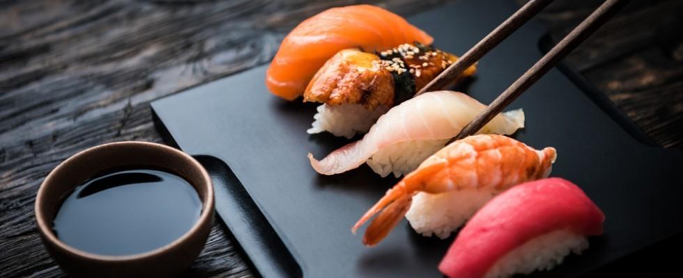 Parassiti nel sushi: i medici lanciano l'allarme