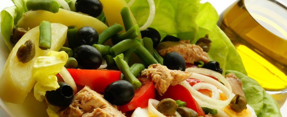 La salade niçoise: origini ed evoluzioni di un mito