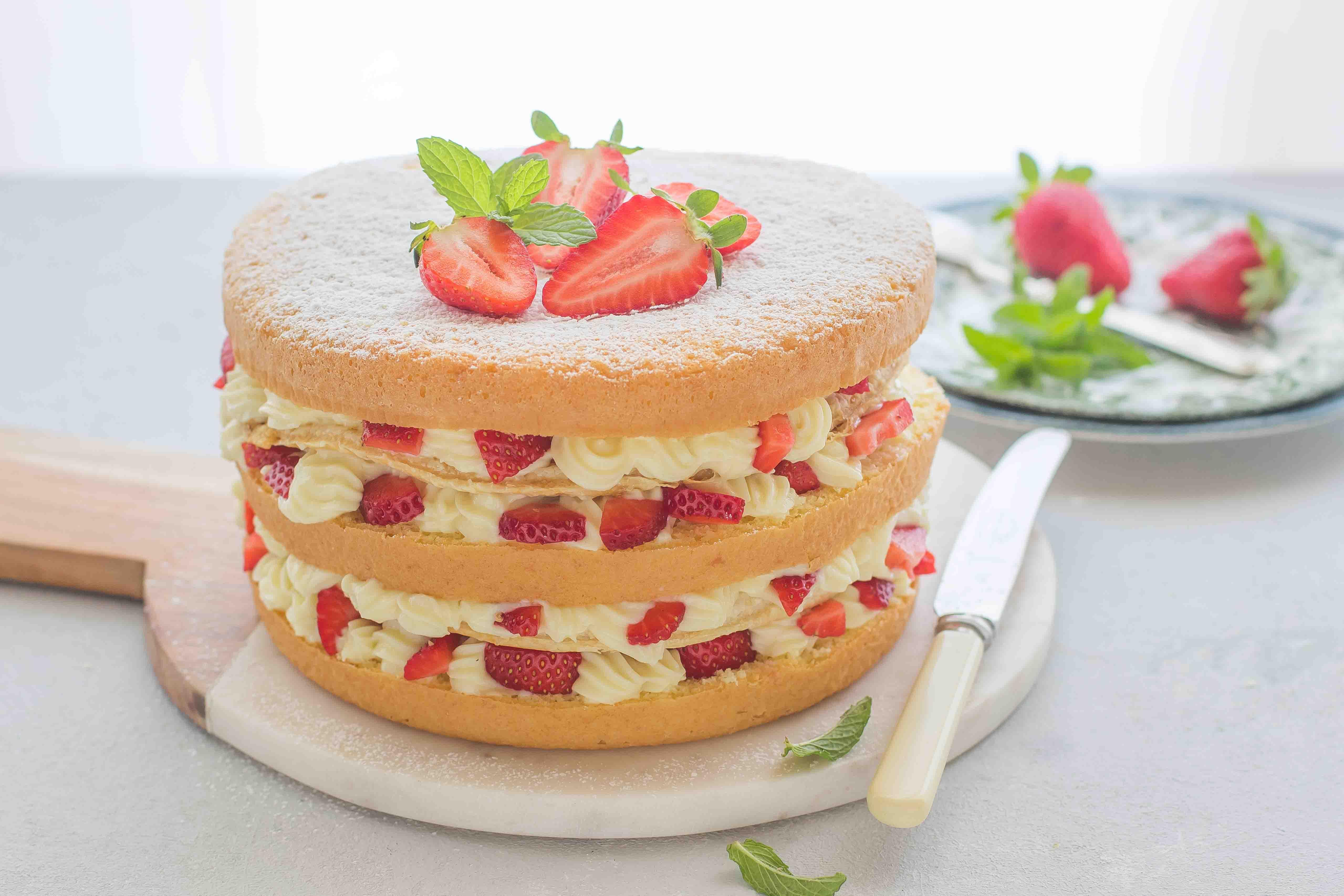Torta millefoglie con pan di spagna agrodolce for Decorazione torte millefoglie