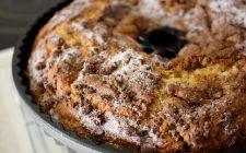 La ricetta della torta al caffè senza uova e latte per la colazione
